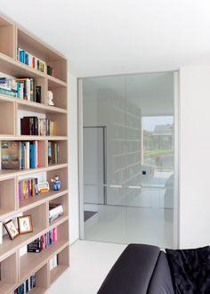 Dubbele glazen deur tussen inkom en woonkamer. | Glazen deuren ...
