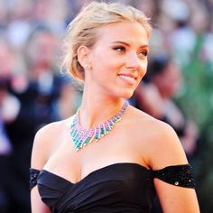 Having her hair back in an undone bun, the lady was all smiles as she greeted fans. Scarlett Johansson, 28 Years Old, All Smiles, Plunging Neckline, Old Women, Her Hair, Diva, Formal Dresses, Celebrities