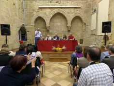 """Aguilar de Campoo arropa a Peridis en la presentación de su novela """"Esperando al rey"""" http://revcyl.com/www/index.php/cultura-y-turismo/item/6061-aguilar-de-campoo-arropa-a-peridis-en-la-presentaci%C3%B3n-de-su-novela-%E2%80%9Cesperando-al-rey%E2%80%9D"""