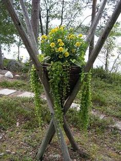 Container gardening is a fun way to add to the visual attraction of your home. You can use the terrific suggestions given here to start improving your garden or begin a new one today. Your garden is certain to bring you great satisfac Garden Nook, Garden Whimsy, Garden Trees, Garden Planters, Garden Crafts, Garden Projects, House Plants Decor, Garden Structures, Yard Art