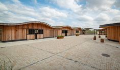 Aquila Farm is a peaceful and tranquil stable located in Belgium. It's unique curved roof draws your eyes to the beautiful barn. Equestrian Stables, Horse Stables, Horse Barns, Beautiful Architecture, Modern Architecture, Horse Barn Plans, Dream Barn, Modern Barn, Exotic Pets