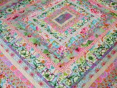 Idea for my Kaffe Fassett stash Kaffe Fassett Icecream Quilt by Cabbage Quilts Strip Quilts, Scrappy Quilts, Quilt Blocks, Batik Quilts, Quilting Projects, Quilting Designs, Textiles, Quilt Modernen, Quilt Making