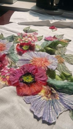 Creative Embroidery, Embroidery Fashion, Embroidery Applique, Beaded Embroidery, Embroidery Stitches, Embroidery Patterns, Free Motion Embroidery, Free Machine Embroidery, Flower Quilts