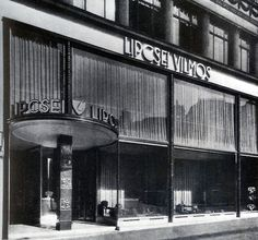 wmud: györgy koródy - storefront on kigyó street, budapest, 1939 Old Pictures, Old Photos, Art Nouveau, Art Deco, Hungary Travel, In Another Life, International Style, Budapest Hungary, Store Fronts