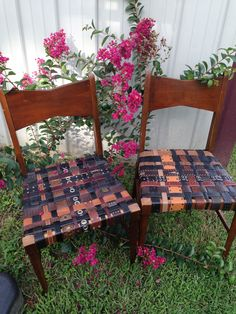 Using old belts to breathe new life into these chairs.