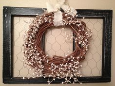 Grapevine wreath and old window pane pane ideas with chicken wire Boho Diy, Boho Decor, Old Window Panes, Hipster Decor, Cool Wall Decor, Garage Sale Finds, Grapevine Wreath, Wire Wreath, Old Windows