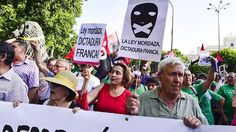 """""""We are planning to start the disobedience from minute number one, because we think this law is unjust. We must disobey and that is exactly what we will do, while always keeping with our sign: the nonviolent action,"""" Carlos Beneitez, spokesperson of NGO """"We Are Not a Crime"""" told teleSUR Tuesday. Photo:AFP"""