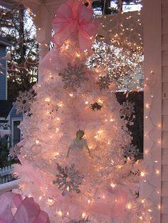 Pink Christmas tree....just BEAUTIFUL!!