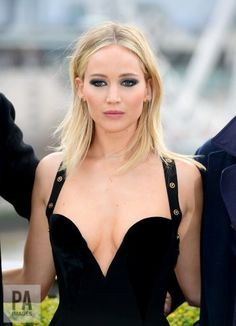 Jennifer Lawrence at the Red Sparrow Photocall in London. Jennifer Lawrence Hot, Stylish Girl Images, Beautiful Girl Image, Hollywood Actresses, Amazing Women, Celebs, Jack Nicholson, Beauty, Red Sparrow