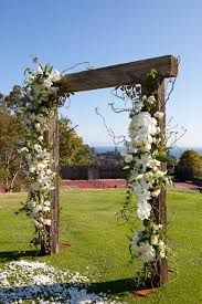 wooden archway wedding- @Ashley Walters Walters Walters Pletcher we need to figure out how to make one of these! Lol