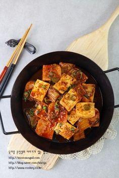 두부스팸김치조림-이거 하나면 푸짐해진다! 골라먹는 맛이 있는 두부스팸김치조림...^^ : 네이버 블로그 Food Design, Asian Recipes, Ethnic Recipes, What To Cook, Korean Food, Kimchi, Food Plating, No Cook Meals, Side Dishes