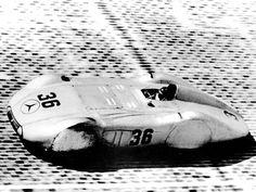 1937 avusrennen, practice   manfred von brauchitsch (mercedes benz w25k streamliner with v 12 dab engine) wheel covers removed for race