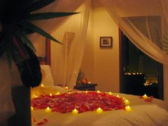 Romantic Bedroom decoration ideas for Wedding Night is one of the most attractive function. In Wedding Night Romantic Bedroom decorating id. Wedding Night Room Decorations, Romantic Room Decoration, Romantic Bedroom Decor, Decoration Bedroom, Decoration Design, Balloon Decorations, Warm Bedroom, Bedroom Night, Trendy Bedroom