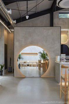 Japanese Restaurant Interior, Modern Restaurant, Restaurant Interior Design, Coffee Shop Bar, Coffee Shop Design, Facade Design, Wall Design, Japanese Coffee Shop, Japanese Wall