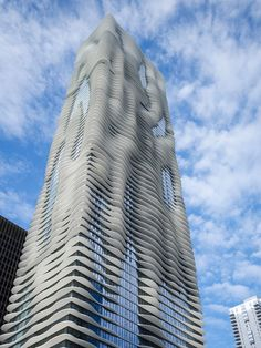 The innovative skyscraper, which is 82 stories tall, features an undulating shape designed to capture views of Chicago landmarks. #dwell #moderndesign #modernarchitecture