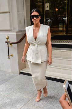 Kim Kardashian in Paris July 21, 2015In Paris, Kim Kardashian has her small habits well established for many years. In adoration before the City of Light, the American reality TV star arrived on Monday to enjoy a stay solo. On the program, shopping in the most exclusive boutiques of the French capital.