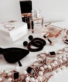Image de chic, expensive, and girly - Aesthetics - Luxury Lifestyle Boujee Aesthetic, Aesthetic Vintage, Style Board, Behind Blue Eyes, Luxury Lifestyle Fashion, Rich Lifestyle, Girly Images, Accesorios Casual, Expensive Taste