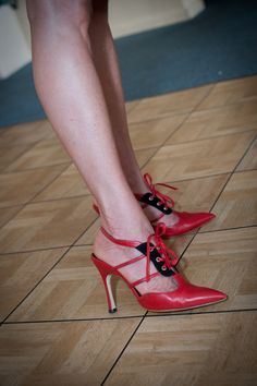 Some shoes like clothes will never go out of style. Case in point my all time favourite a pair of Manolo Blahnick shoes 50 Fashion, Fashion Tips, Other Woman, Going Out, Stiletto Heels, Kitten Heels, Oxford Shoes, Pairs, Shoe Bag