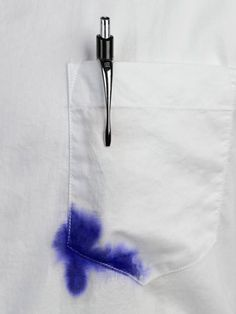 Ink stains are scary but don't fret. Our guide shows you how to remove ink stains from clothing using common—and some surprising—household products. Ink Out Of Clothes, Remove Ink From Clothes, Stain On Clothes, Casa Clean, Clean House, Remove Ink From Fabric, Remover Tinta, Ink Stain Removal, Blue Stain