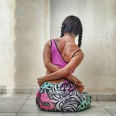 #badhapadmasana is one of the poses that make me feel so restricted although I like binds in general but I just cannot find comfort in this pose..it's more emotional than physical!! Maybe it's all the more reason why I should practice it more!!  by sister_yoga