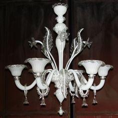 Nous vous proposons jusque fin janvier 2014 ce lustre en verre soufflé de Murano à un prix promotionnel: - 50%  - 6 bras de lumière: diamètre 75 cm, hauteur: 80cm: 980€ - 8 bras de lumière: diam 80cm, hauteur: 82cm: 1220€  Pour toute information: 06 26 47 27 02 info@i-lustres.com  www.i-lustres.com