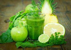 Este es el batido verde para adelgazar quelas famosas consumen para verse radiantes. Lo más recomendable es beberlo sólo dos veces al día y consumir b