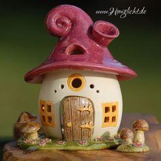 Windlicht-Keramik-Elfenhaus-mit-braunen-Pilzen-und-Extrapilzen