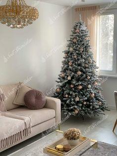 Ako ozdobiť vianočný stromček ? trendy pre rok 2020   Svet Stromčekov Christmas Decorations, Christmas Tree, Holiday Decor, White Trees, Trendy, Home Decor, Easter, Teal Christmas Tree, Decoration Home