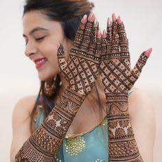 Wedding Henna Designs, Engagement Mehndi Designs, Back Hand Mehndi Designs, Stylish Mehndi Designs, Latest Bridal Mehndi Designs, Mehndi Design Images, Beautiful Mehndi Design, Indian Wedding Mehndi, Heena Design