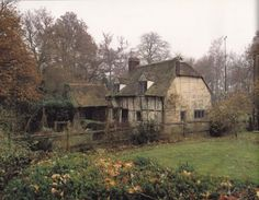 Elizabethan farmhouse. Built in the early 1500's with much of it's interior unchanged and intact.