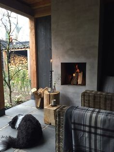 I would have a cozy fire and sit out all year long. (of course i need the dog) Concrete Fireplace, Modern Fireplace, Porch Fireplace, Cottage Fireplace, Outside Living, Outdoor Living, Chimenea Simple, Chill Lounge, Interior Exterior
