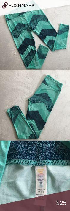 Lularoe Blue/Green Leggings Blue & Green Chevron pattern leggings. Tall & Curvy. These are brand new without tags. Never worn. LuLaRoe Pants Leggings