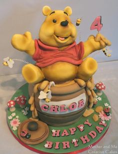 Pooh Bear Mother and Me Creative Cakes Winnie The Pooh Cake, Winnie The Pooh Friends, Cake Boss Bakery, Pato Donald Y Daisy, Fantasy Cake, Friends Cake, Cupcake Cakes, Cupcakes, Mini Cakes