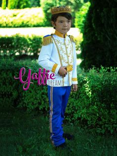 Luxury Prince Charming costume for boy in royal blue and gold Disney Cinderella king inspired outfit Halloween outfits ideas cosplay Wedding fashion ring bearer suit historical fantasy birthday party gift etsy crown Disneyland trip clothing Prince Costume For Kids, Costume Prince, Prince Charming Costume, Cinderella Outfit, Cinderella Costume, Cinderella Wedding, Wedding Disney, Baby Halloween Costumes For Boys, Boy Costumes