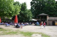 Lesertipp 8: Vor oder auch nach einem ausgiebigen Spaziergang im Park kann man sich im Biergarten auf dem Killesberg (Stresemannstraße 39 A) ein Plätzchen suchen. Sonntags kann man unter den Bäumen ab 11.30 Uhr Livemusik genießen. Foto: Franziskaner Biergarten
