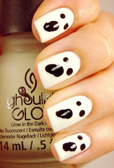 If your Halloween costume could use a little edge, prepare to copy one of these nail art ideas immediately. From cool, understated nail decals to super-bold matte polishes, there's something here for every Halloween costume. Love Nails, How To Do Nails, Pretty Nails, Nail Art Halloween, Halloween Nail Designs, Halloween Halloween, Halloween Geist, Halloween Makeup, Halloween Decorations
