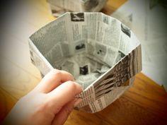 私のお気に入り。新聞紙で作るゴミ箱とマチありの袋 | かたづけとモノづきあい Envelopes, Diy Paper Bag, Diy And Crafts, Paper Crafts, Origami Box, Housekeeping, Paper Art, Household, Decorative Boxes