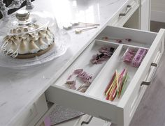 Organización interior #cajon #OrganizacionInterior #CasaDecor #CasaDecorMadrid #Cocina #Kitchen Casa Decor 2016, Madrid 2016, Updated Kitchen, Pantry, Stairs, Kitchens, Home Decor, Tall Table, Modern Kitchens