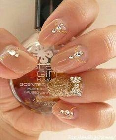 Nude & gold manicure