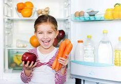 Como educadora infantil y coach nutricional hay algo que me preocupa de forma notoria: y son las causas de la obesidad infantil. Es la EPIDEMIA DEL SIGLO XXI y está en mano de los adultos el cambiarlo. Las comidas atractivas como pizzas hamburguesas y todo tipo de comida precocinada que tan sencillo es para los padres de preparar no aportan ningún nutriente a los niños pero sí aumenta el riesgo de obesidad a corto plazo. Niños sedentarios que cuando llegan del colegio se sientan a ver la…