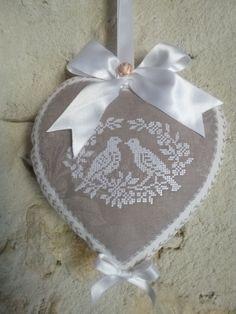 coeur coussin de porte  lin brodé - plaque de porte - Le Mas de Scintille - Fait Maison