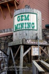 Fort Fun Gem Mine • Located in Gatlinburg, this place has so much fun activity for you and your kids! #gatlinburg