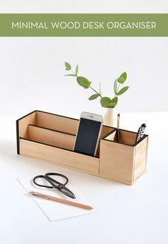 Make It: Minimal Wood Desk Organizer(Diy Desk Organization) Diy Organizer, Desk Organization Diy, Diy Storage, Wooden Organizer, Organisation Ideas, Storage Ideas, Diy Wood Desk, Diy Desk, Wooden Furniture