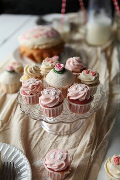 Use a table runner with a glass/crystal cake stand for cupcakes wonderful and simple detail adds personality to any party