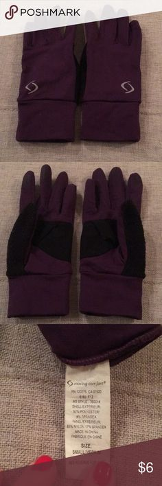 Purple Runners 🏃‍♀️ gloves 🧤 Good condition purple and black runners 🏃‍♀️ gloves 🧤 No tears or stains. Finger grips for cell phone usage while wearing Moving Comfort Accessories Gloves & Mittens