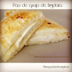 Bom dia !!! Meu pãozinho de queijo! Receita: 1 clara ou 1 ovo inteiro, 2 a 3 colheres de tapioca pronta, o contrário, hidrate antes. Pode ser substituído por polvilho azedo. 1 colher creme de ricota ou queijo de cottage ou requeijão light e 1 pitadinha de sal. Misture tudo e coloque em uma frigideira anti-aderente (pequena) tamanho de um ovo aberto, para que não fique tão fininho, com um fio de azeite em fogo baixo, doure dos dois lados. Opcional: requeijão light por cima ou recheie a gosto.