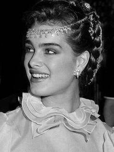 Brooke shields premium photographic print in 2019 Prettiest Actresses, Beautiful Actresses, Camilla, Brooke Shields Young, American Indian Girl, Princesa Real, Star Wars, Grunge Hair, Classic Beauty