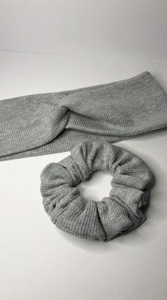 Sewing Basics, Sewing Hacks, Sewing Crafts, Diy Hair Scrunchies, Diy Hair Bows, Diy Headband, Knitted Headband, Diy Clothes Design, Sewing Headbands