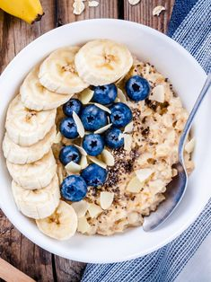 Is oatmeal healthy? Here's what we know about oatmeal nutrition and benefits. Low Gi Breakfasts, Granola, Protein Oatmeal, Oatmeal Nutrition, Nutrition Diet, Baked Oatmeal, Child Nutrition, Healthy Snacks, Healthy Eating