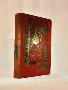 Paul Bonnetain - L'Extreme Orient - 1892  Paul Bonnetain - L'Extreme Orient - Parijs: Mei & Motteroz - geen datum (1892)-521 pagina's - grote bindende: 30 x 21 cm - ingebonden met ingerichte crimson percaline: ontwerp op beide covers en op de achterkant verbeterd met verguld alle randen zijn verguld (de binding is ondertekend Paul Souze). Supra-bibliotheca van een educatieve instelling op de achterklep.Dit boek is een volledige verkenning van verre Oosten in Franse taal geschreven door Paul…